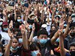 aksi-unjuk-rasa-menentang-dekrit-darurat-pemerintah-thailand.jpg