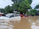 badan-mobil-kala-banjir-melanda.jpg