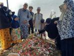 pemakaman-baim-bocah-yang-viral-lantunkan-al-quran-di-rs.jpg