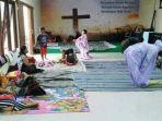 pengungsi-shalat-di-gereja.jpg