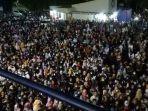 ribuan-karyawan-pabrik-demo-di-tengah-wabah-corona.jpg