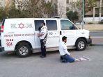 staf-medis-muslim-dan-yahudi-beribadah-bersama-di-israel.jpg