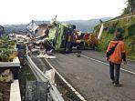 truk-kecelakaan-di-tw-mangu.jpg