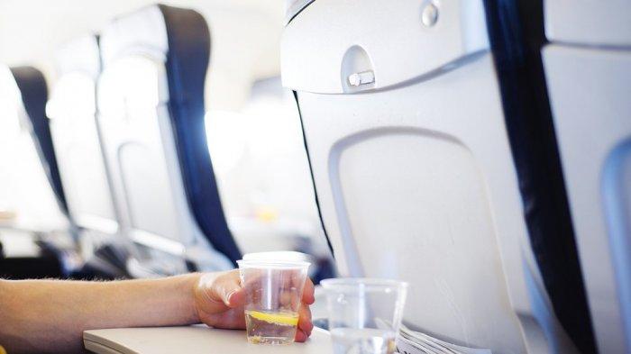 Ilustrasi air minum di pesawat