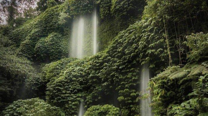 TRAVEL UPDATE: Mengintip Eksotisnya Air Terjun Benang Kelambu Lombok yang Simpan Banyak Mitos