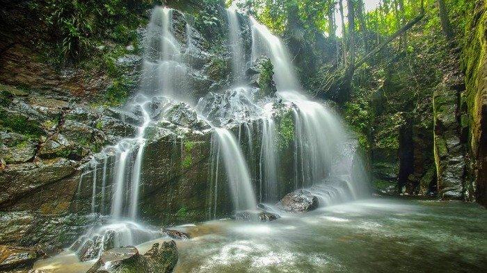 Melirik Pesona Keindahan Air Terjun Guruh Gemurai Di Riau Pemandangannya Serasa Di Luar Negeri Tribun Travel