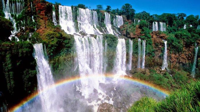 Disebut-sebut Air Terjun dari Surga, 7 Destinasi Wisata Indonesia Ini Punya Lanskap Menakjubkan