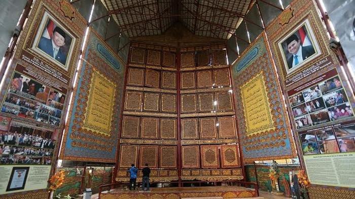 Al Quran Raksasa Al Akbar, Tempat Ngabuburit Unik di Palembang