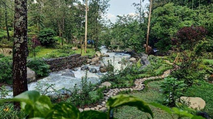 Aliran Sungai Cigeureuh di Taman Wisata Bougenville