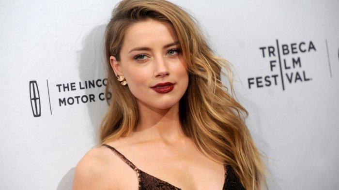 Bikin Heboh karena Foto Telanjang Dada di Bali, Amber Heard juga Unggah Video Goyang Manja