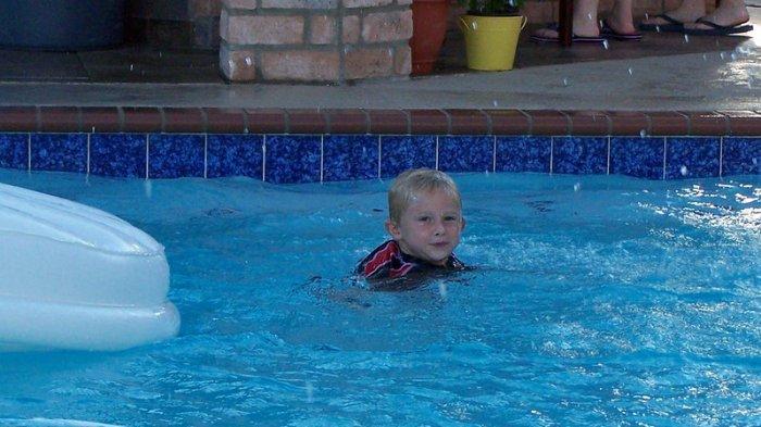 Puluhan Anak Dilarikan ke Rumah Sakit Usai Berenang di Kolam Renang, Ini Penyebabnya