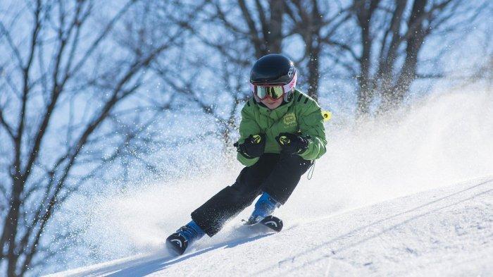 Cegah Penduduk ke Luar Kota, Pemerintah Buat Jalur Ski di Tengah Kota