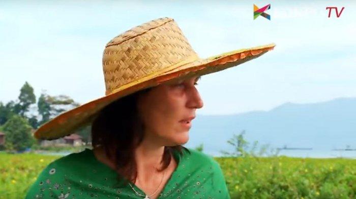 Annette Horscmann - Lahir di Jerman, Wanita Ini Pilih Tinggal di Samosir dan Bersihkan Danau Toba