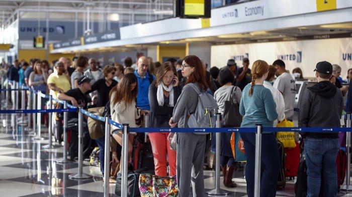 6 Aksi Nekat Penumpang Pesawat saat di Bandara, Bakar Koper hingga Bercanda Soal Bom