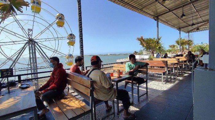 Aola Pantura, tempat nongkrong hits di Lamongan, Jawa timur yang menawarkan keindahan pemandangan pantai, Minggu (15/8/2021).
