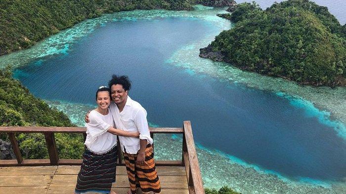 Liburan Artis - Intip Foto Liburan Arie Kriting Bersama Sang Istri di Raja Ampat yang Mempesona