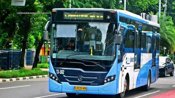 Ilustrasi bus TransJakarta yang beroperasi