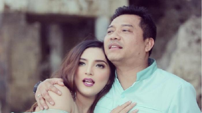 Instagram Ashanty - Unggah Foto Pakai Kain Tenun di Sumba, Istri Anang Ini Dibilang Anggun