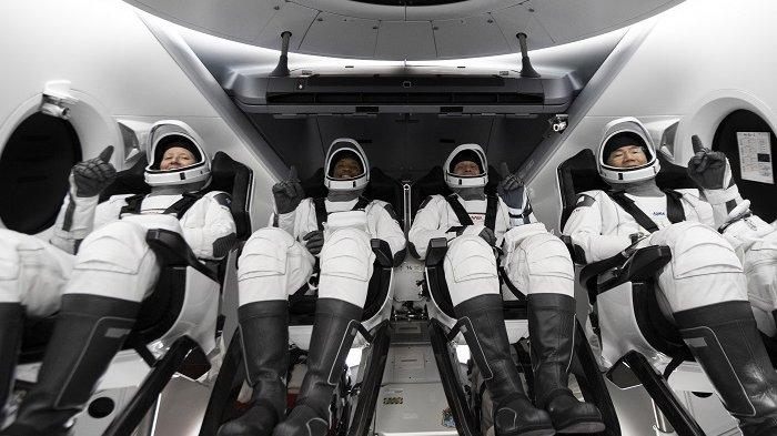Sempat Dua Kali Ditunda, SpaceX Akhirnya Luncurkan Astronot NASA ke Stasiun Luar Angkasa