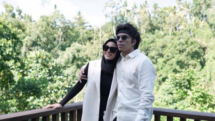 Potret Romantis Atta Halilintar dan Aurel Hermansyah Liburan ke Bromo