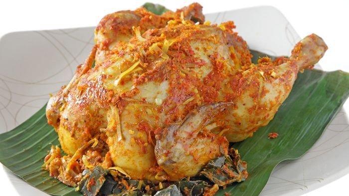 Ayam betutu, kuliner enak di Bali untuk menu buka puasa.