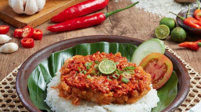 Lagi Hits Yuk Coba Pedas Dan Gurihnya Ayam Geprek Di The People S Cafe Tribun Travel