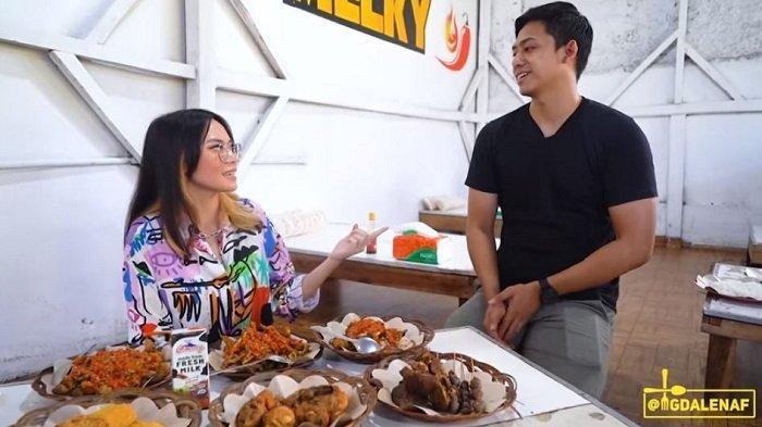 Ayam Goreng Murah di Garut Habis 12 Kg Cabai Sehari, Penjualnya Mirip Artis FTV