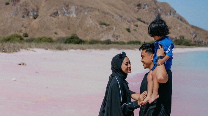 Liburan Artis - Sering ke Luar Negeri, Suami Ayudia Bing Slamet: Udah Lama Pengen ke Labuan Bajo