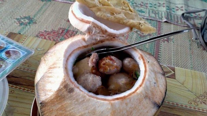 TRAVEL UPDATE: Cicipi Menu Unik Bakso Degan di Klaten, Seporsi Cuma Rp 19 Ribu