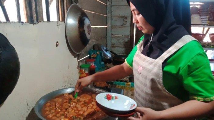 Viral Karena Masakannya Diunggah ke Medsos, Bakso Tumis dari Asahan Terjual 200 Porsi Per Hari