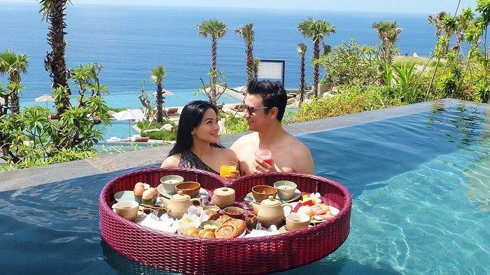 5Potret Romantis Christian Sugiono dan Titi Kamal Rayakan Anniversary Pernikahan ke-10 di Bali