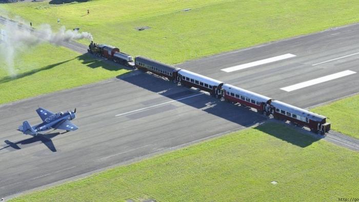 Cuma di Bandara Gisborne, Pesawat Harus Berhenti saat Kereta Lewat, Begini Alasan Dibaliknya