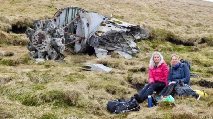 Dua Pendaki Ini Temukan Bangkai Pesawat yang Jatuh 78 Tahun Lalu