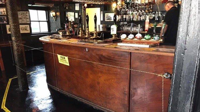 Pemilik Bar di Inggris Pasang Pagar Listrik untuk Bantu Pelanggan Jaga Jarak Sosial