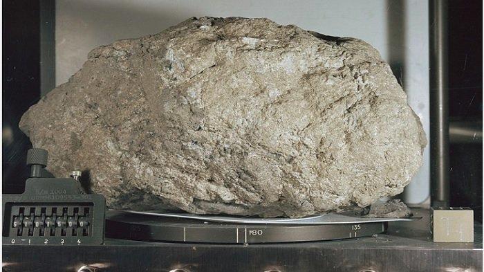 Para Ilmuwan Yakin Batu Tertua di Bumi Baru Saja Ditemukan di Bulan