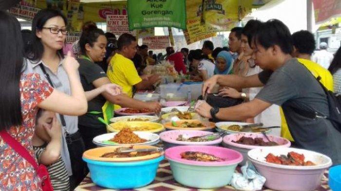 Suasana di Bendungan Hilir saat Ramadan tiap sore ramai banyak penjual makanan yang menyediakan takjil untuk warga.