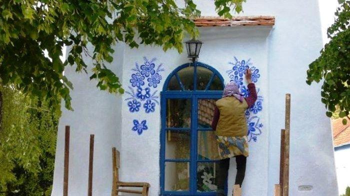 Nenek Berusia 92 Tahun Asal Republik Ceko Ini Berhasil Viralkan Desanya Berkat Kemampuan Lukisnya