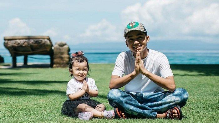 Liburan Artis - Intip Gaya Betrand Peto di Bali, Tampil Menggemaskan Bareng Thania Onsu