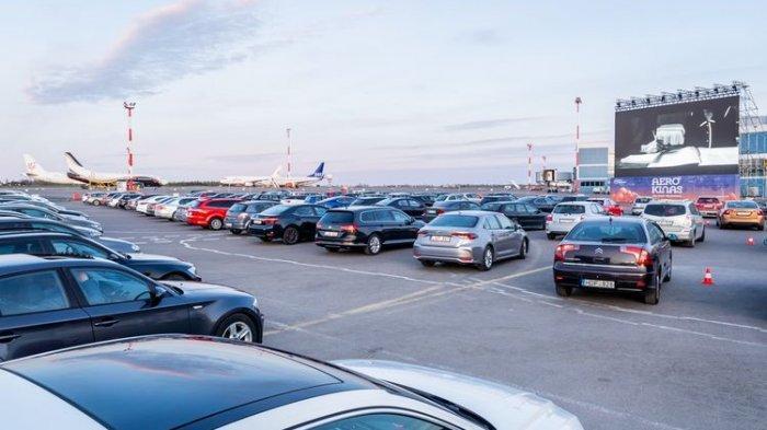 Bandara Lithuania Fungsikan Parkiran Pesawat jadi Bioskop Drive-In, Sekali Nonton Muat 200 Mobil