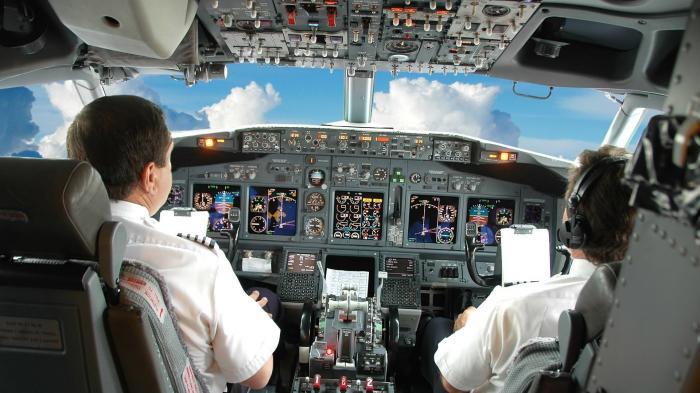 Terkena Badai Es di Udara, Pesawat Ini Berhasil Didaratkan dengan Selamat, Kokpitnya Pecah!