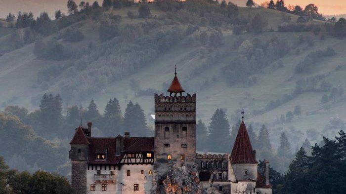 Bran Castle Jadi Kastil Paling Angker di Eropa, Menginspirasi Novel Berisi Kisah Drakula