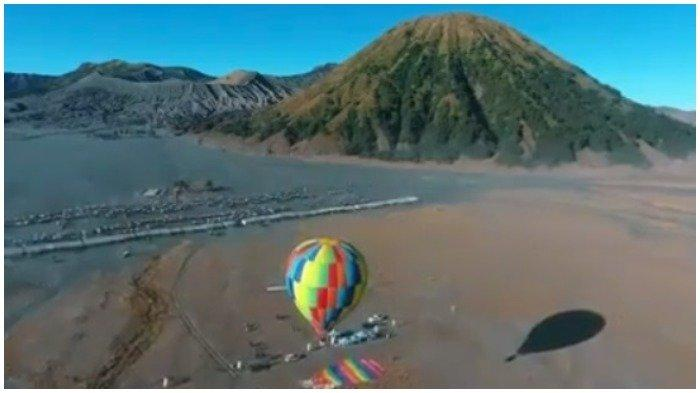 Traveler Perlu Tahu, Aturan Naik Balon Udara di Bromo