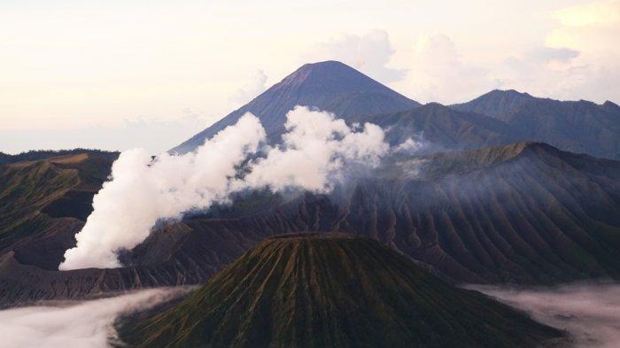 Gunung Bromo Alami Erupsi, Status Masih di Level II (Siaga), Radius Aman pada 1 Kilometer
