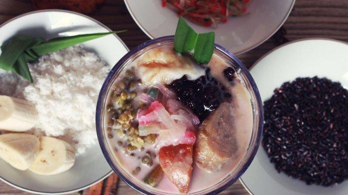 Bubur kampiun merupakan kuliner khas Minang yang sering disajikan saat Ramadhan