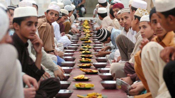 8 Tips Menjalani Bulan Ramadan dengan Cara yang Sehat