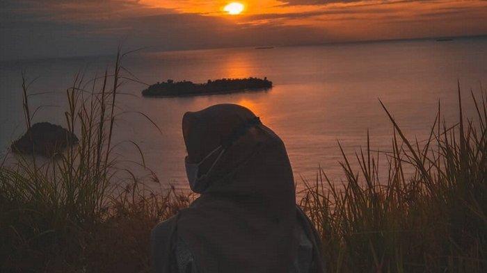 Asyiknya Ngabuburit Sambil Menikmati Sunset di Bukit Gado-gado Padang