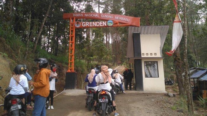 Wisatawan menyambangi kawasan Bukit Grenden di Dusun Grenden, Kelurahan Pohgalang, Kecamatan Pakis, Magelang, Sabtu (20/10/2018).