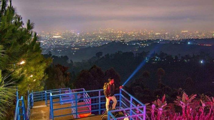 Melihat Pesona Bandung pada Malam Hari dari Bukit Moko