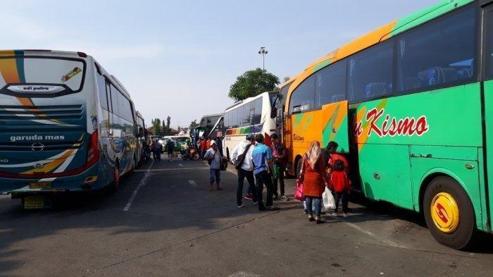 Bus di Terminal Kalideres