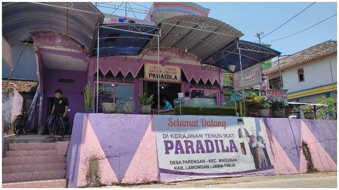 Butik Paradila merupakan sentra industri tenun ikat di Desa Parengan, Kecamatan Maduran, Lamongan, Jawa Timur.